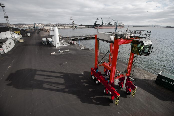 Kalmar's Hybrid Straddle Carrier Technology Opens up New Market Opportunities in Japan